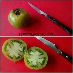 cortar el tomate por la mitad