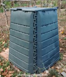 un cajón de compostaje