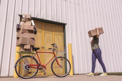reparto de paquetes con bici